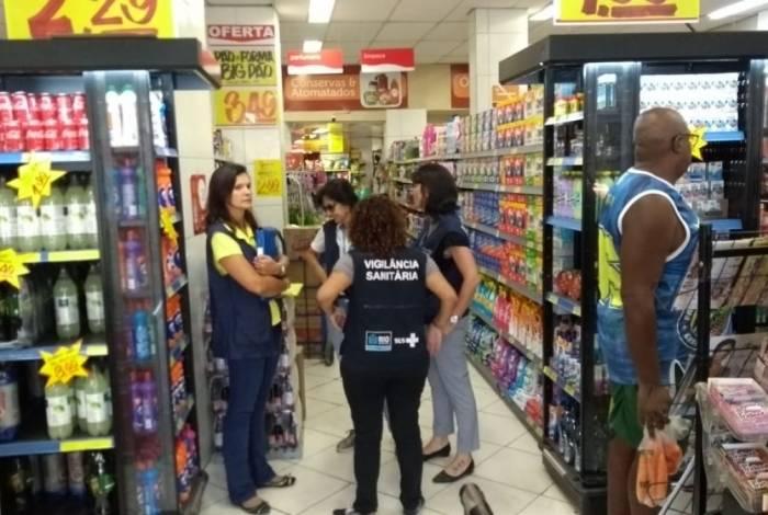 Vigilância Sanitária do Rio interdita mercado em Honório Gurgel