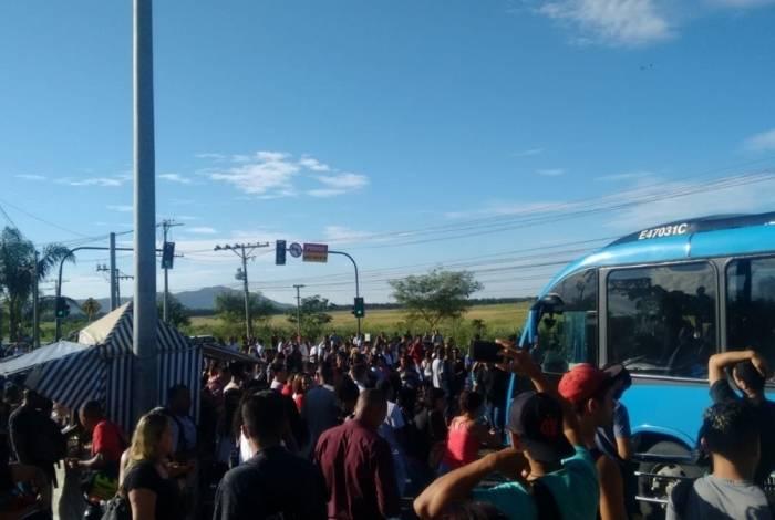 Manifestação paralisa funcionamento de parte do BRT no corredor Transoeste.