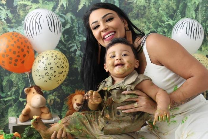 Jenny Miranda e o filho Enrico
