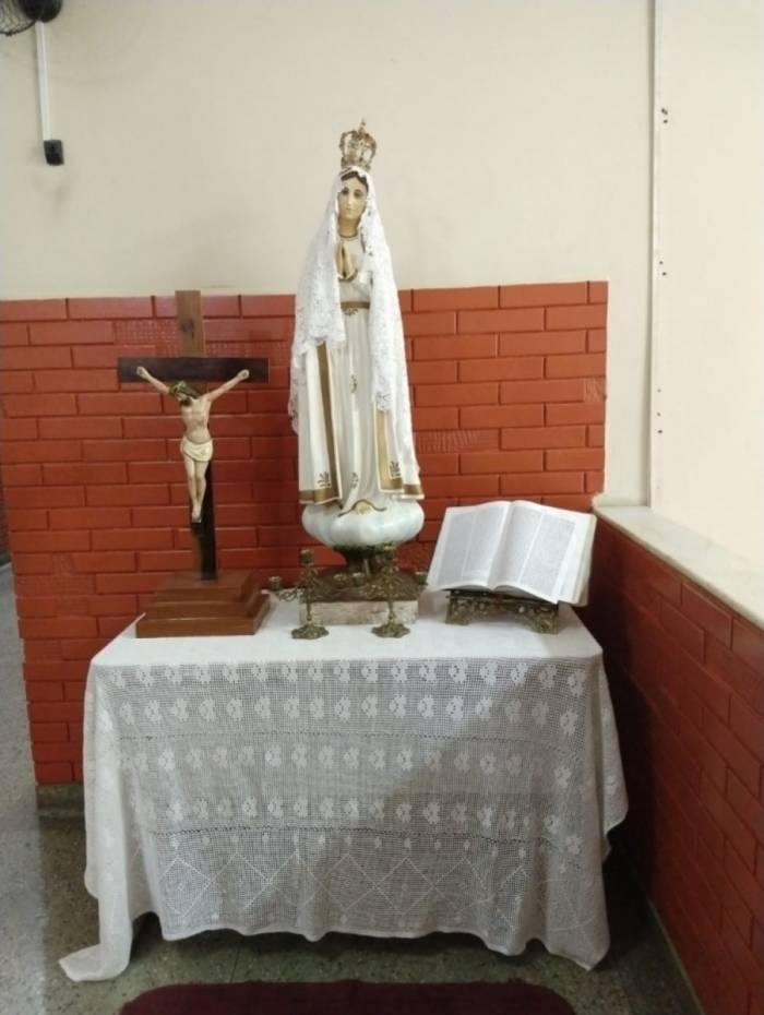 Imagem de Nossa Senhora de Fátima foi colocada de volta à escola