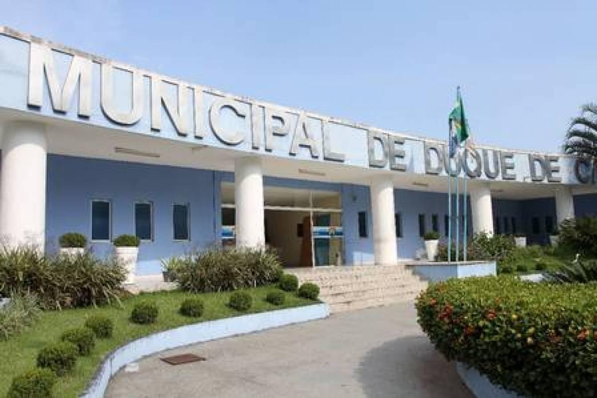 Prefeitura de Duque de Caxias quita salários de servidores