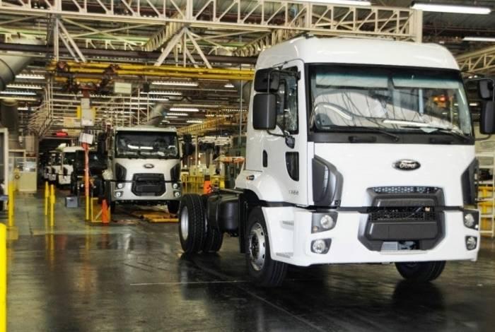 Linha de produção de caminhões da Ford na planta de São Bernardo do Campo