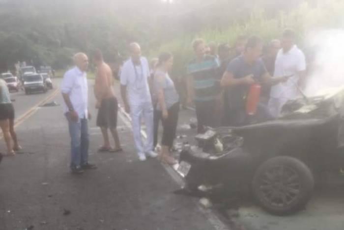 Policiais militares do 10ºBPM (Barra do Piraí) estariam em carro que colidiu com ônibus na rodovia RJ-145