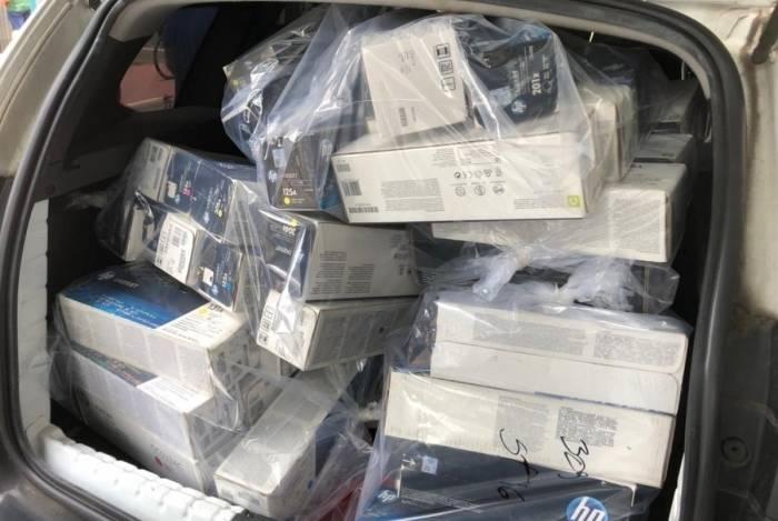 Materiais de informática falsificados são apreendidos por DRCPIm; eles eram comercializados em algumas lojas do Centro do Rio