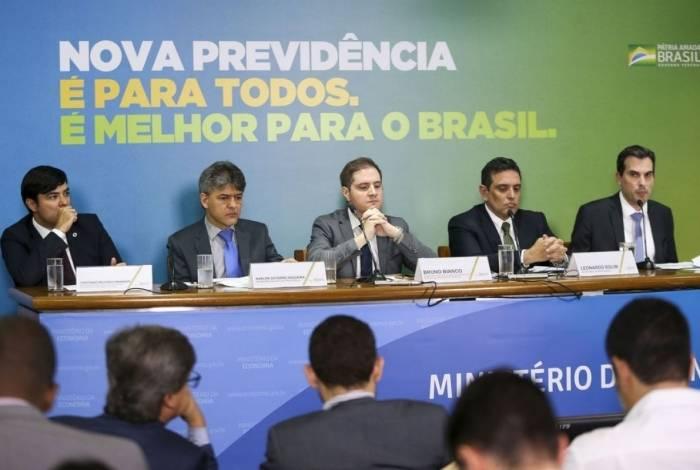 Técnicos do ministério da Economia dão entrevista coletiva para detalhar o texto da proposta de reforma da Previdência