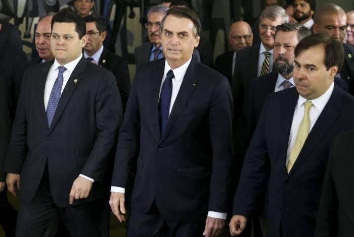 Bolsonaro no Congresso, com presidentes da Câmara, Rodrigo Maia, e do Senado, Davi Alcolumbre, para levar o projeto da Reforma da Previdência