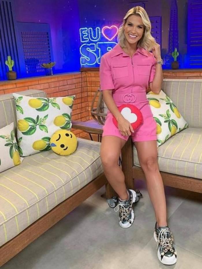 Andressa Suita usa macacão de R$ 13 mil em evento