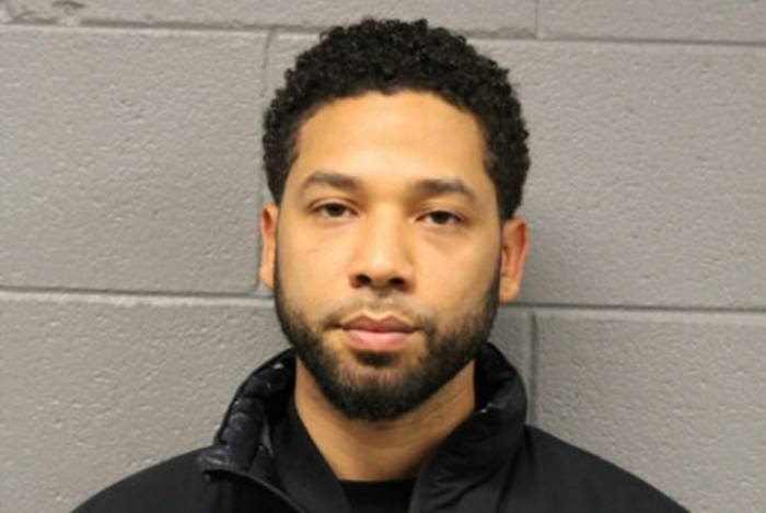 Ator Jussie Smollett forjou um ataque racista e homofóbico contra si mesmo e foi detido pela polícia de Chicago