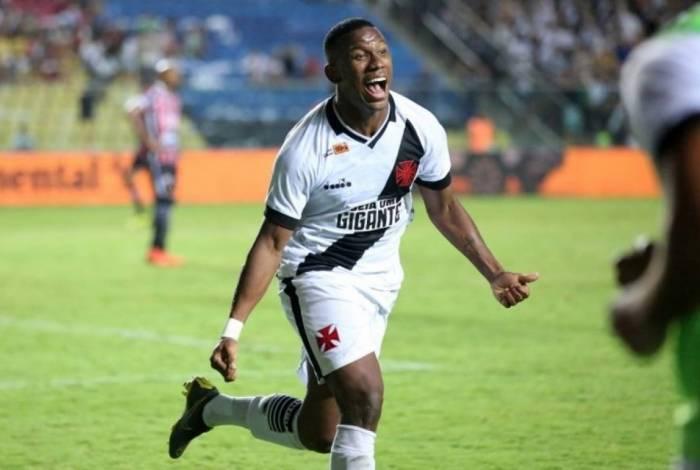 Ribamar comemora seu primeiro gol com a camisa do Vasco