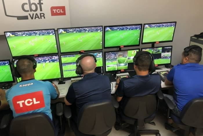 Bastidores do trabalho do árbitro de vídeo (VAR) na Semifinal da Copa do Brasil 2018