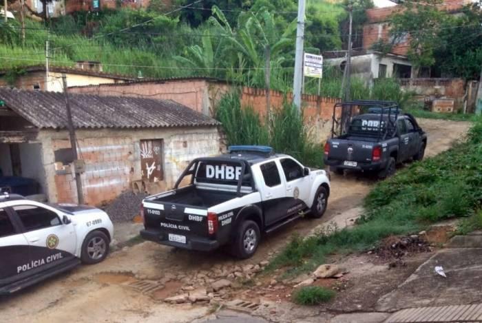 Polícia Civil em operação em Belford Roxo, nesta sexta. Mortes por intervenção policial na Baixada tiveram alta em janeiro