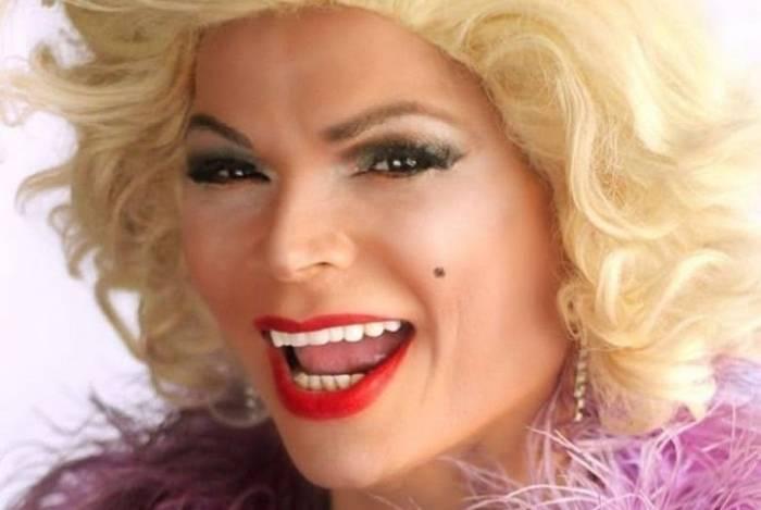 Salete Campari é drag queen e tem mais de 21 anos de carreira