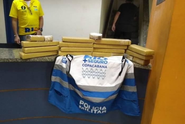 Dupla é presa em Copacabana com 20 kg de maconha