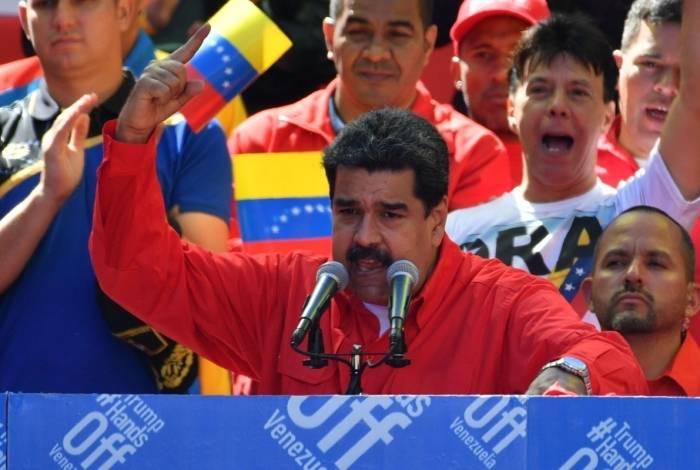 Presidente Nicolás Maduro fala para multidão de apoiadores em Caracas, capital da Venezuela
