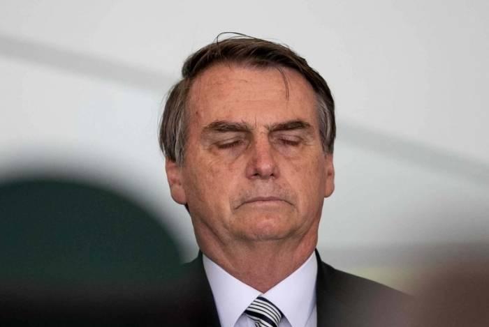 """Bolsonaro endossou tese levantada por site que falsamente atribuiu à jornalista do jornal Estado de São Paulo declaração de que teria """"intenção"""" de """"arruinar Flávio Bolsonaro e o governo"""""""
