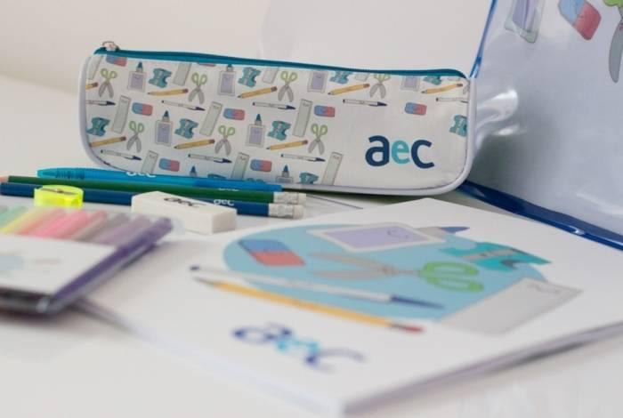 Empresa distribui kits escolares a filhos de colaboradores