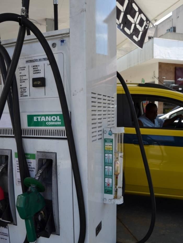 Teste de qualidade do combustível nos postos do Rio