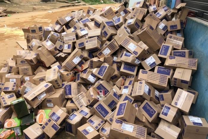 Caminhão de produtos alimentícios é recuperado em Belford Roxo