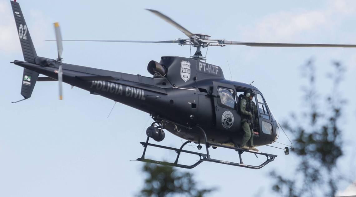 Escoltado, Lula chega à PF de Curitiba de helicóptero