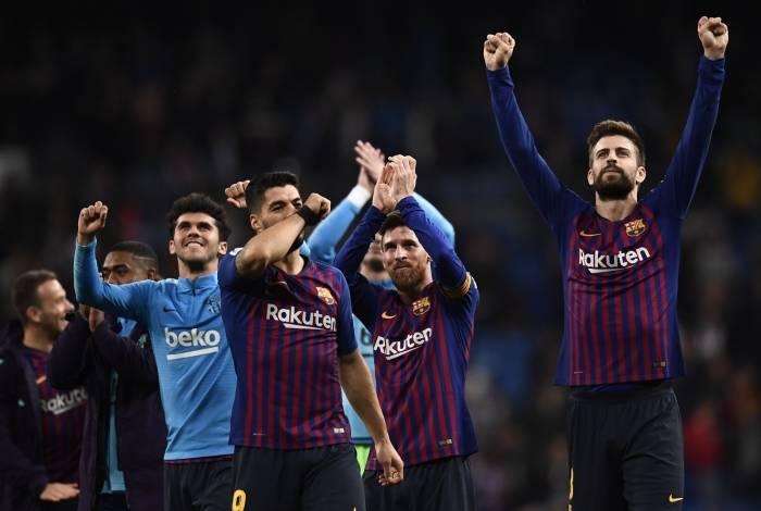 Barcelona vence Real Madrid e se aproxima de título espanhol