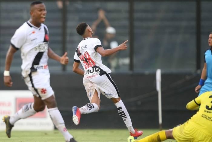 Marrony marcou o primeiro gol do Vasco