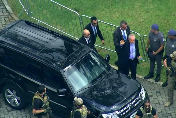 Lula acompanha velório do neto, Arthur, que morreu, nesta sexta-feira, de meningite