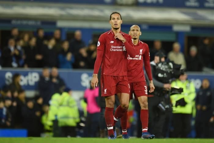 Liverpool fica só no empate e vê liderança ameaçada