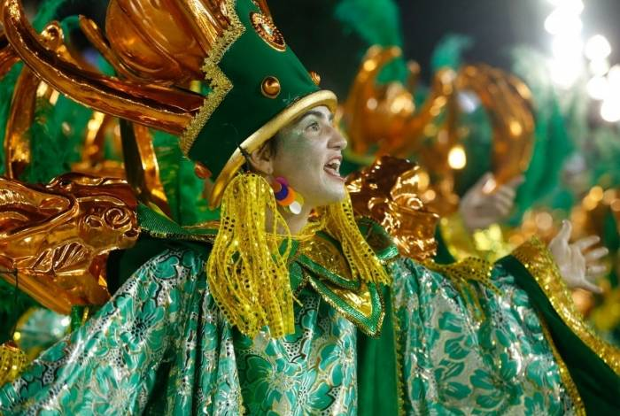 A Império Serrano abre o primeiro dia de desfiles do Grupo Especial das Escolas de Samba do Rio, na Sapucaí
