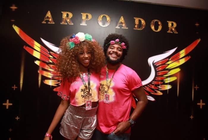 A cantora Malia posa com o namorado, Assis