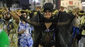 Sabrina foi consagrada a melhor rainha de bateria na Avenida este ano