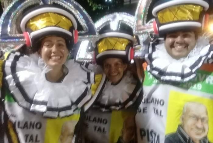 Amigos estão eufóricos com desfile da São Clemente
