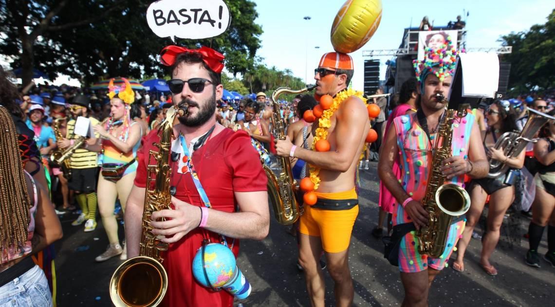 No Aterro do Flamengo, integrantes da Orquestra Voadora pediram, em suas fantasias, o fim da corrupção que assola o país
