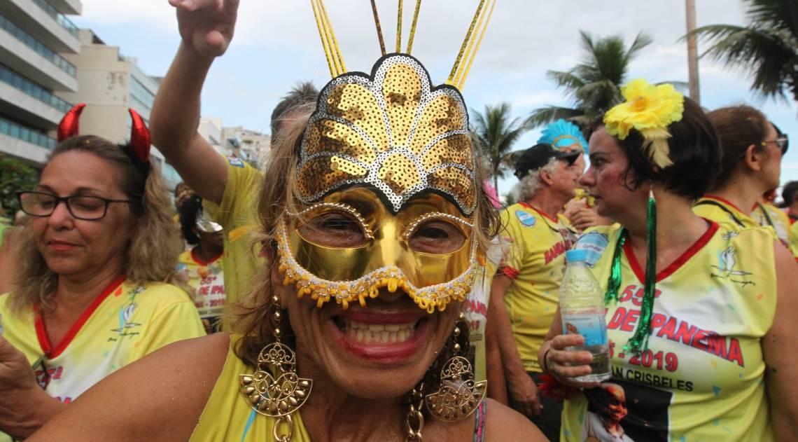 Foliões aproveitam a terça-feira na Banda de Ipanema