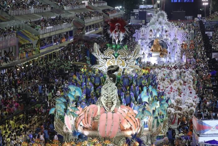 União da Ilha desfilou na madrugada de segunda-feira de Carnaval