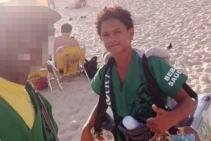 Adolescente vendia mate na Praia de Ipanema com o padrasto