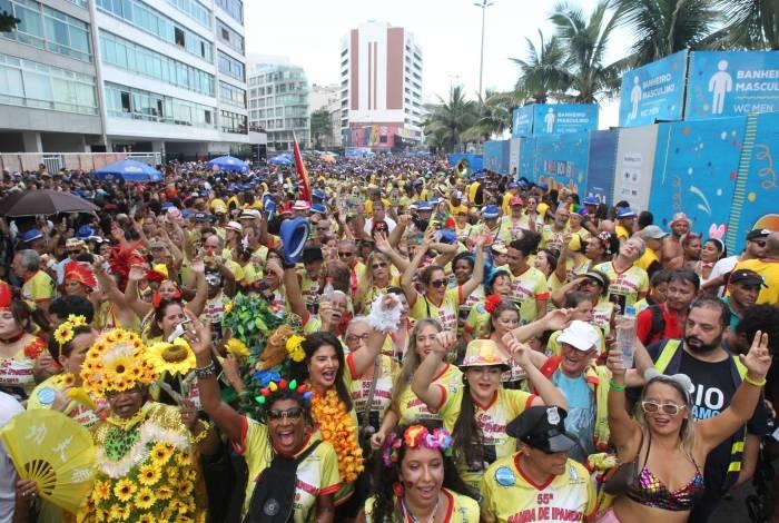Rio,05/03/2019 - Foliões desfilam no Bloco de Ipanema, Zona Sul do Rio, nesta terça-feira (05). Foto: Márcio Mercante/Agência O Dia