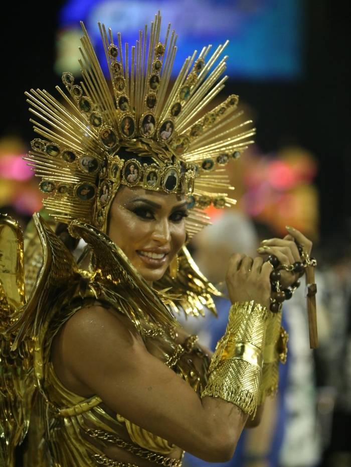 Gracyanne Barbosa é rainha de bateria da União da Ilha