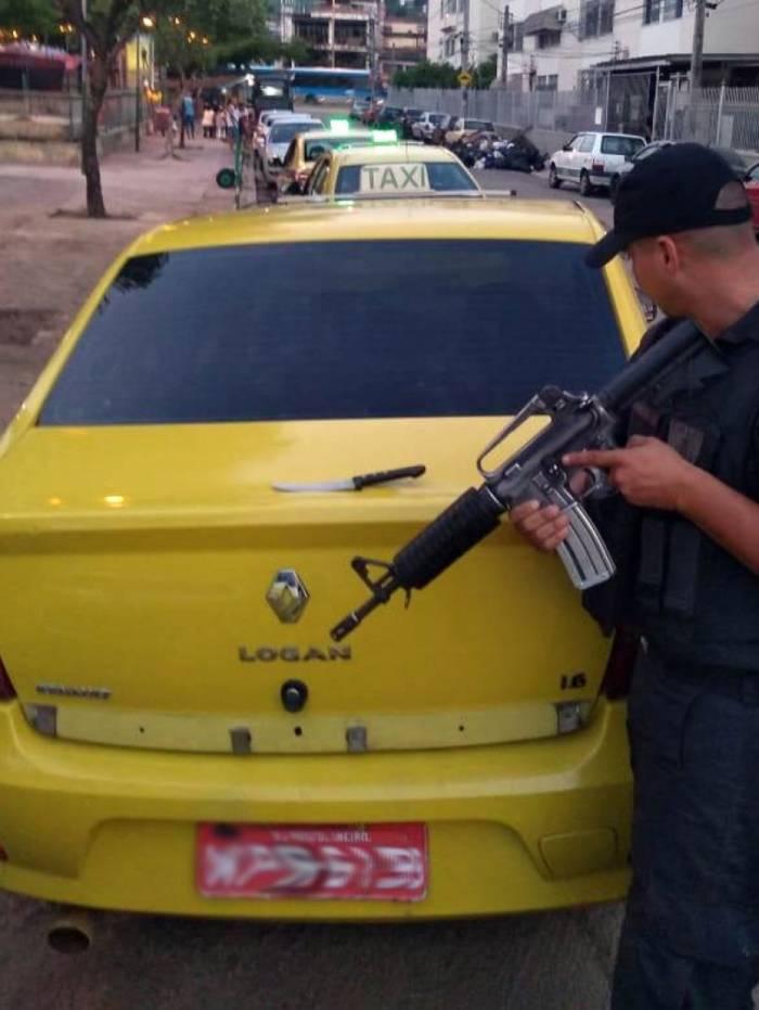 Táxi foi recuperado momentos depois do roubo
