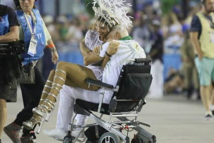 Grazi Massafera e Antonio Fagundes gravam durante Carnaval do Rio