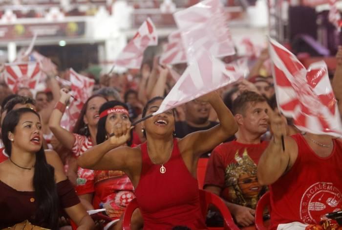 Rio de Janeiro - RJ  - 06/03/2019 - Apuraçao carnaval 2019 -  Torcedores na quadra do Salgueiro -  Foto Reginaldo Pimenta / Agencia O Dia