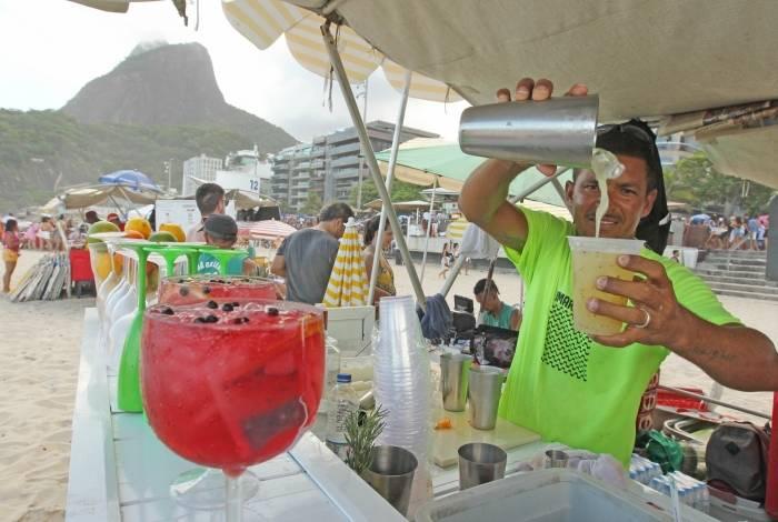 Além do sushi, barraca no posto 12 oferece bebidas elaboradas aos clientes