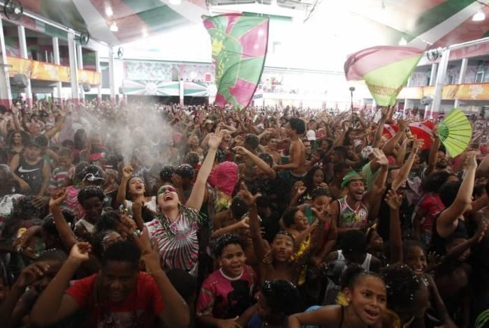 Quadra da Mangueira, durante a apuração do resultado do Carnaval 2019. Foto: Alexandre Brum/Agência O Dia
