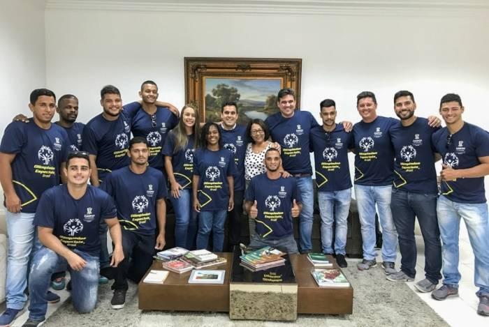 Integrantes das equipes de vôlei e futebol, além de comissão técnica, embarcam para os Jogos Mundiais das Olimpíadas Especiais