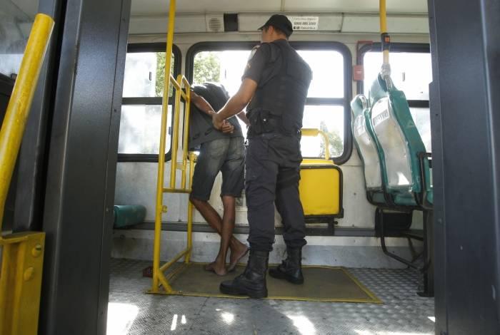 Motorista do ônibus chamou policiais que estavam em patrulhamento