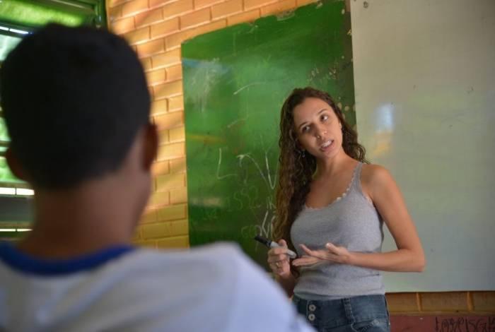 Maiores proximidades de rendimento, ainda que não haja igualdade, ocorreram no caso dos professores do ensino fundamental, em que as mulheres recebiam 9,5% menos que os homens