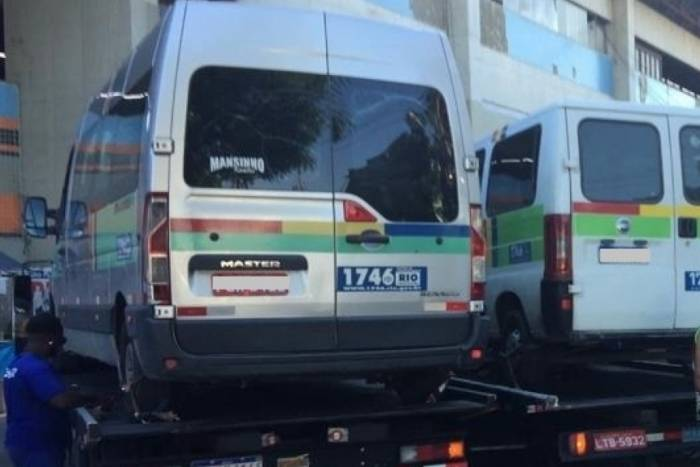 Fiscalização remove quase 30 vans no Rio