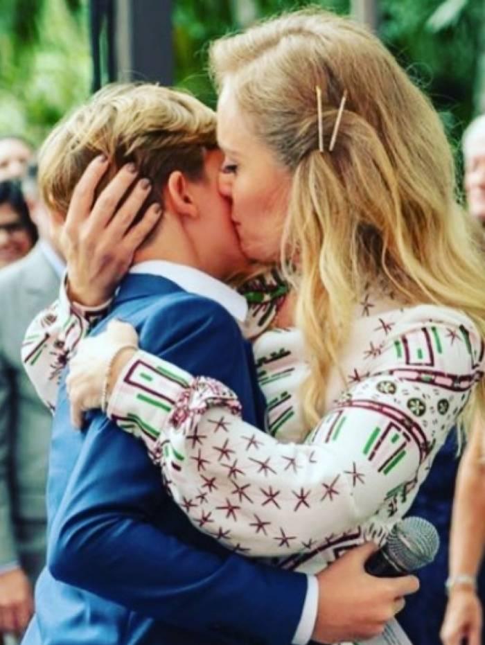 Angélica parabeniza o filho
