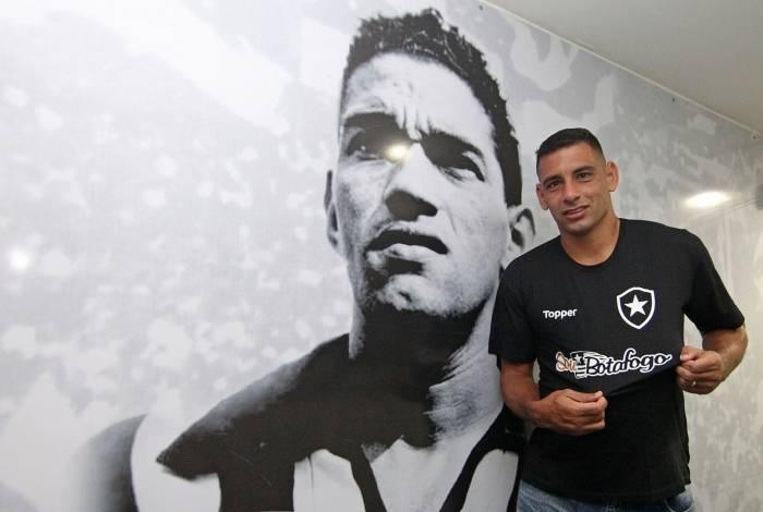 Diego Souza do Botafogo durante apresentação em General Severiano