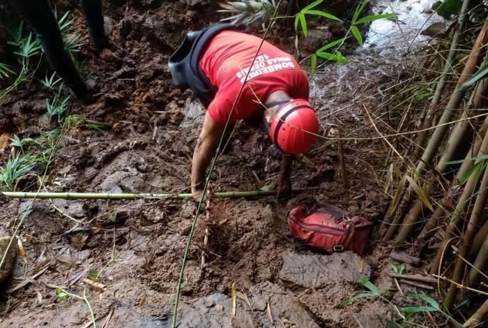 Bombeiros trabalhando após tragédia causada pelo rompimento da barragem da Mina Córrego do Feijão, em Brumadinho