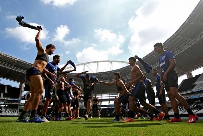 Diego Souza treinou pela primeira vez com o grupo e enfrentou trote dos companheiros